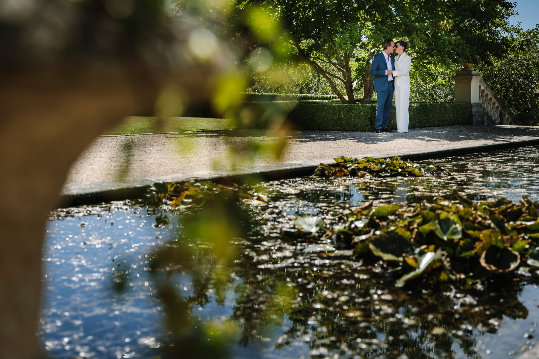 bride groom portrait beaverbrook pond natural authentic documentary wedding photo bride groom couple beaverbrook surrey hills leatherhead register office wedding photographer