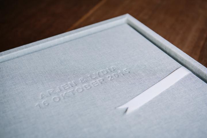 high quality lay-flat flush mount wedding album albums design natural colour grey linen white ribbon