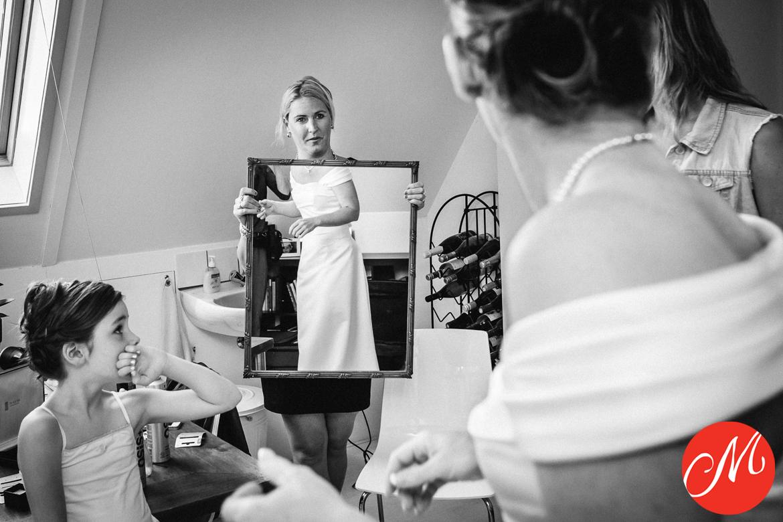 masters_of_dutch_wedding_photography award wedding photo mirror reflection wedding dress bride