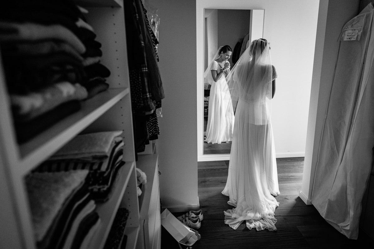 bride contemplation wedding day black_white wedding photo journalistic documentary reportage photographer photo surrey