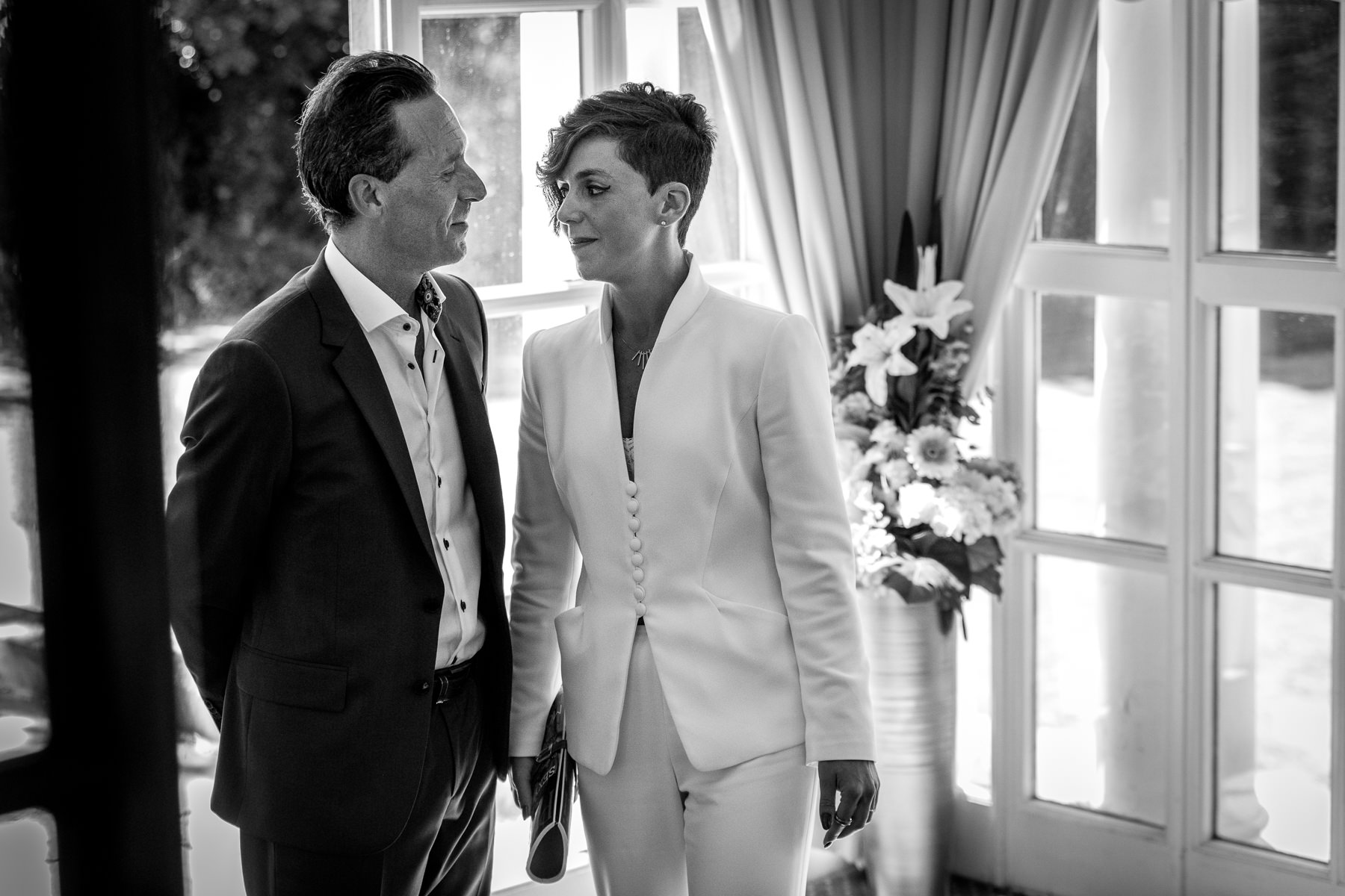couple exchanging look of love black&white natural authentic documentary wedding photo bride groom couple beaverbrook surrey hills leatherhead register office wedding photographer